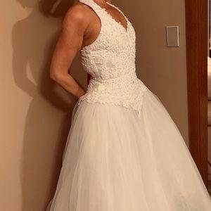 Oleg Cassini David's Bridal 6280 wedding dress 2 4